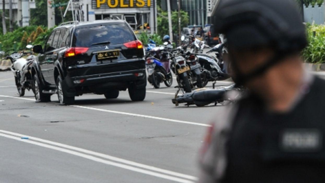 Jakarta Attacked, Powerball Winners, London Fogged