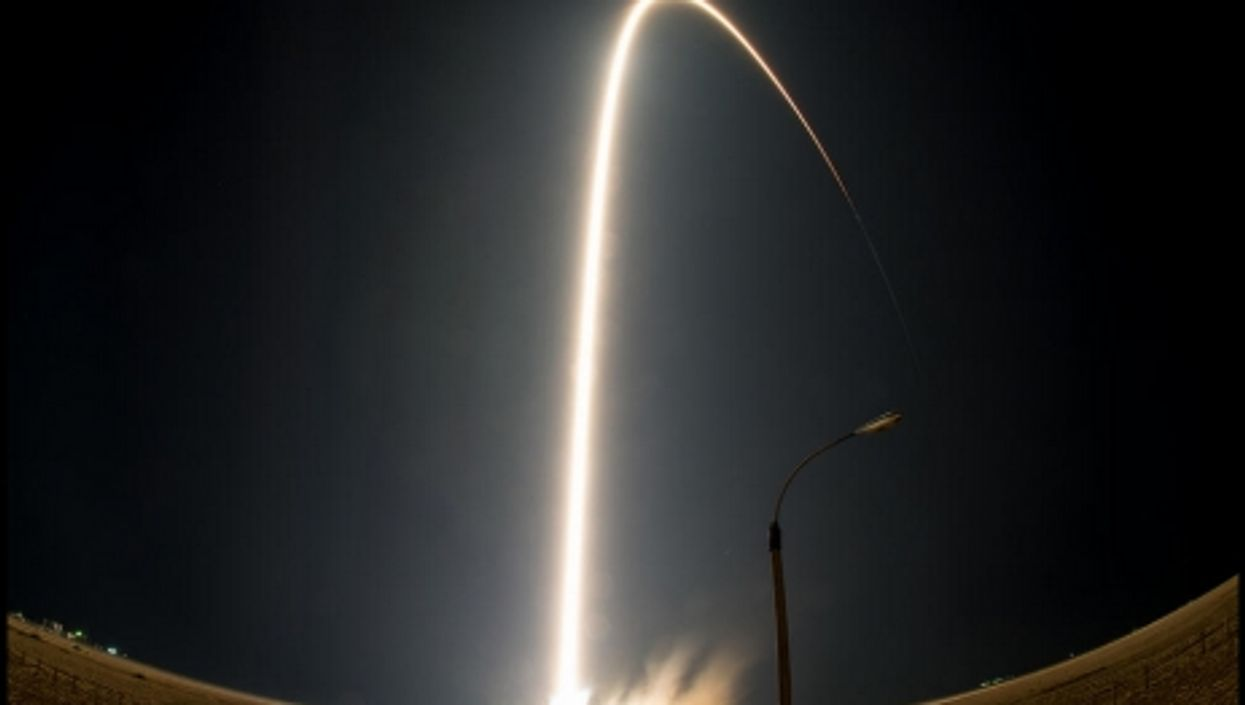 Obama's Kenya visit, Astronauts reach ISS, World Internet map
