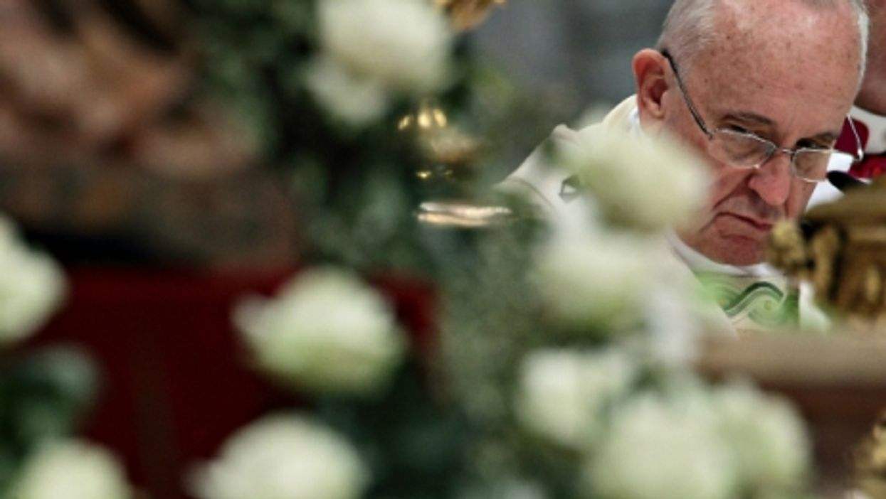Global reaction to Hillary, Pope angers Turkey, 'O Luna Mia
