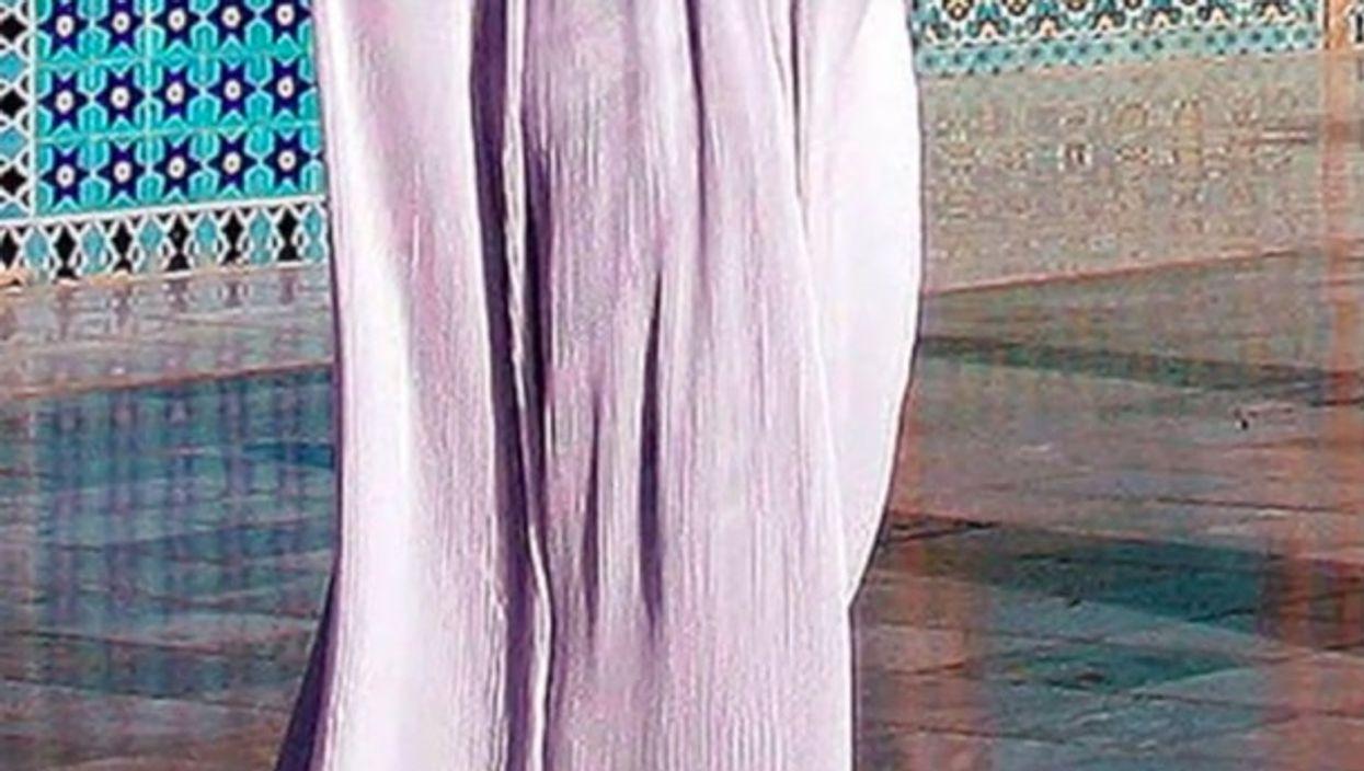Watch:OneShot,Moe Zorayi— Burqa Women In White