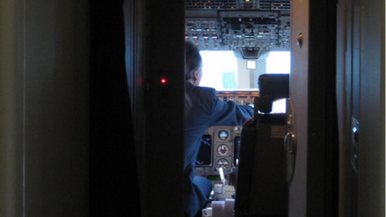 Inside a Lufthansa cockpit (pravin.premkumar)