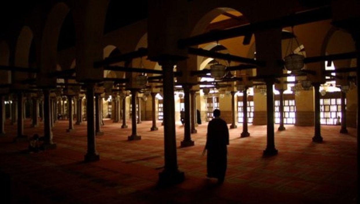 Inside Al-Azhar mosque (Jonah Bettio)