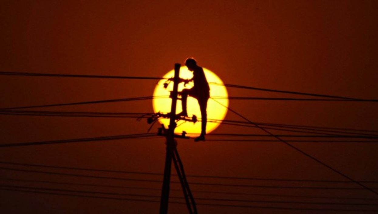 Installing new electricity lines in Allahabad, India