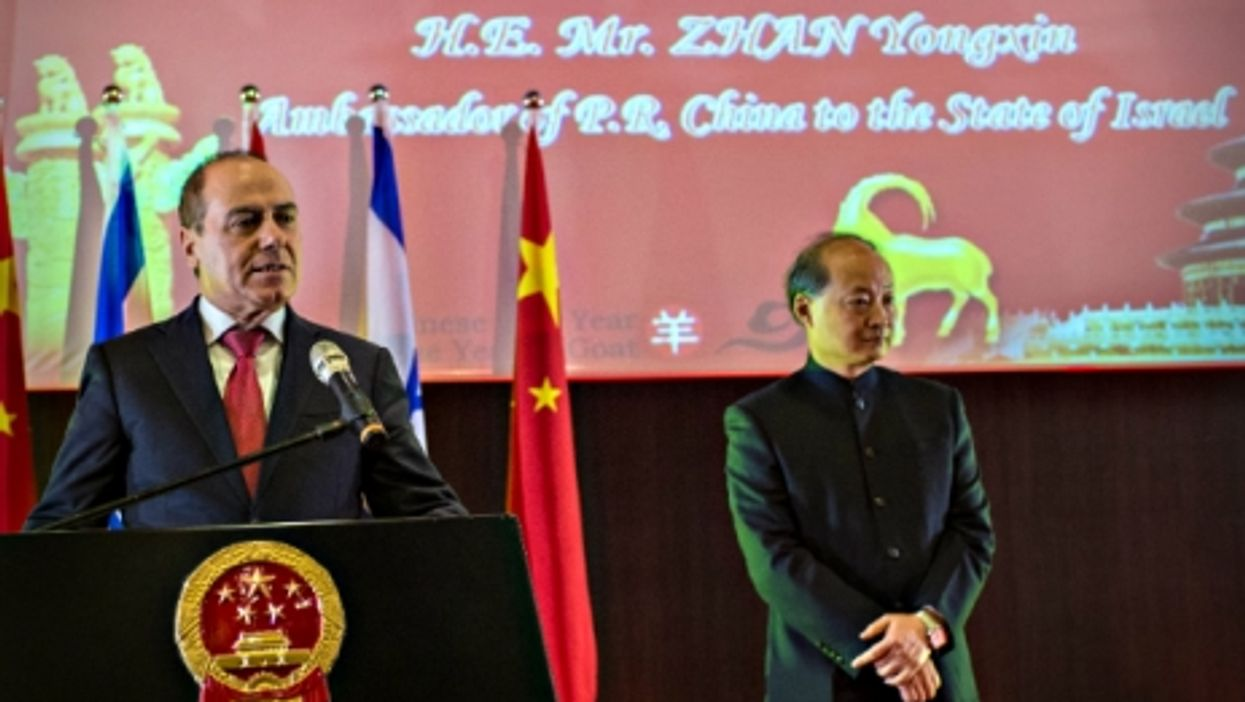 Israeli Minister of National Infrastructures Silvan Shalom and Chinese Ambassador Zhan Yongxin in Tel Aviv on Feb. 11