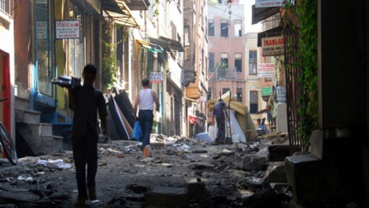 Istanbul would be devastated by a major quake (Tinou Bao)