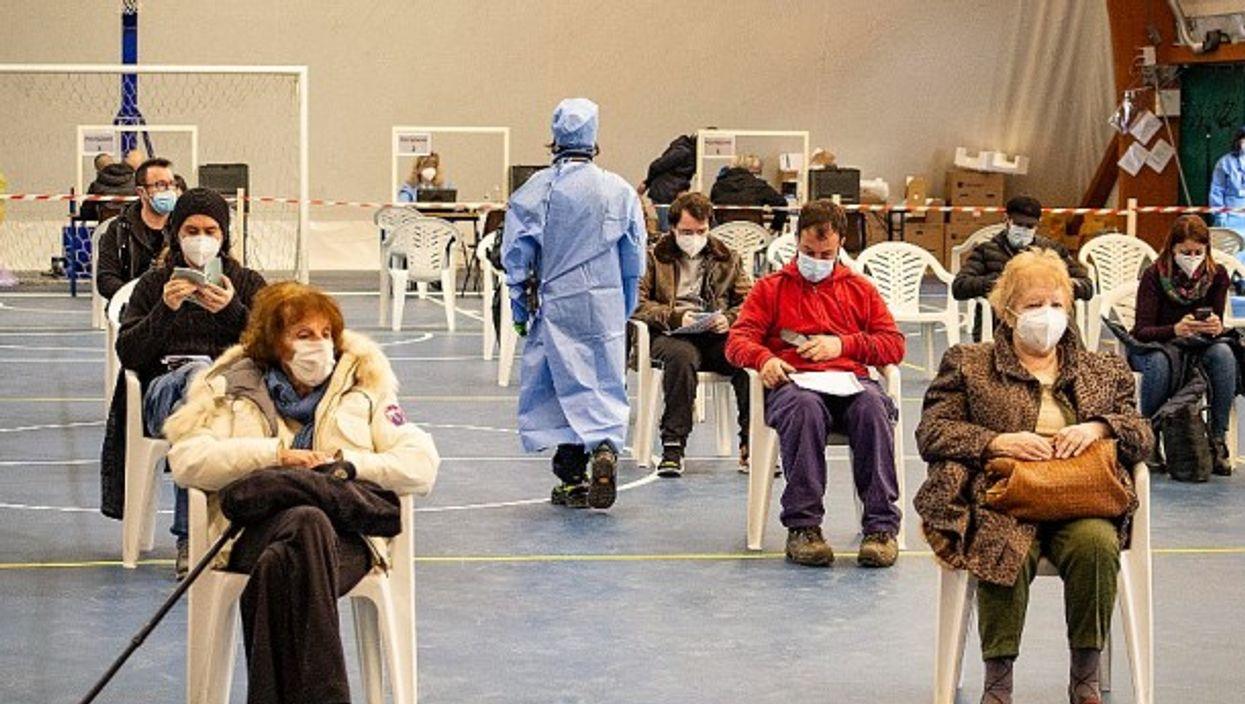 Italians waiting for their vaccine