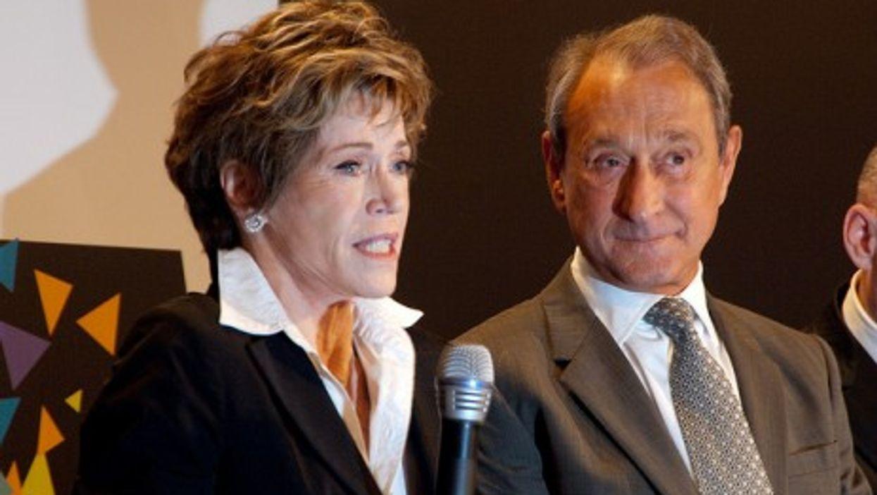 Jane Fonda with Paris Mayor Bertrand Delanoë (Olivier Pacteau)