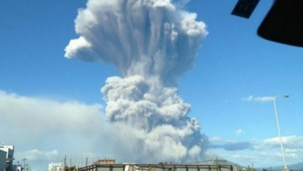 Japan's Mount Ontake volcano erupts unexpectedly