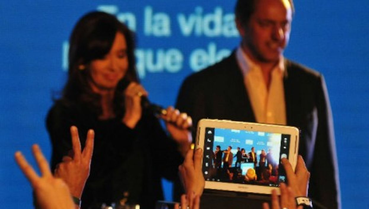 Kirchner, in August, flanked by possible successor Scioli