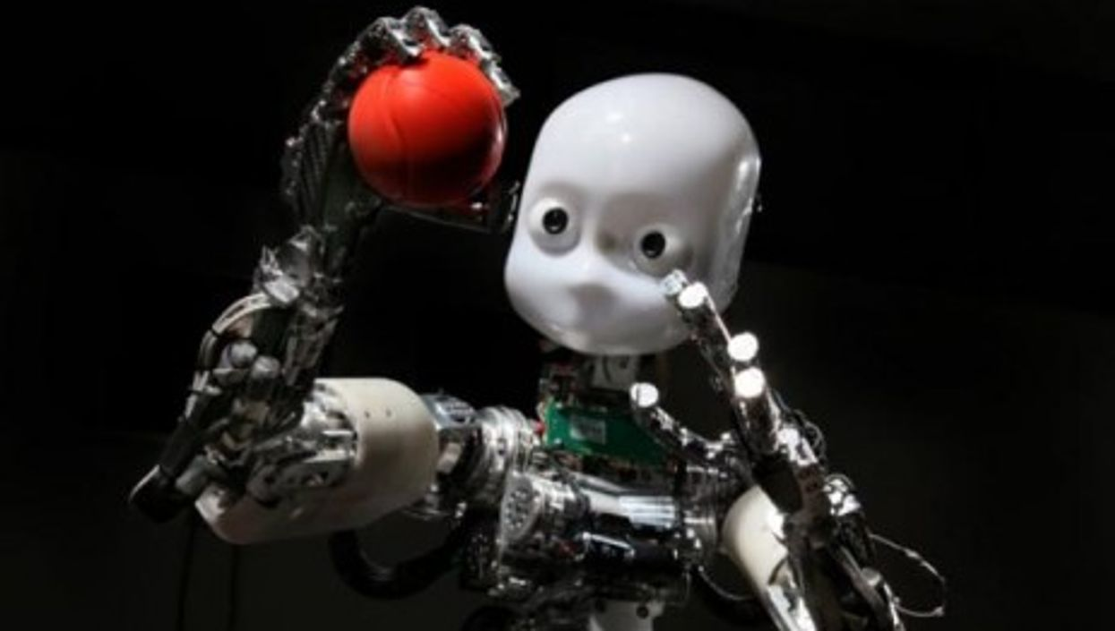Learning to touch: the iCub robot, featured in the exhibition (MUDAC)