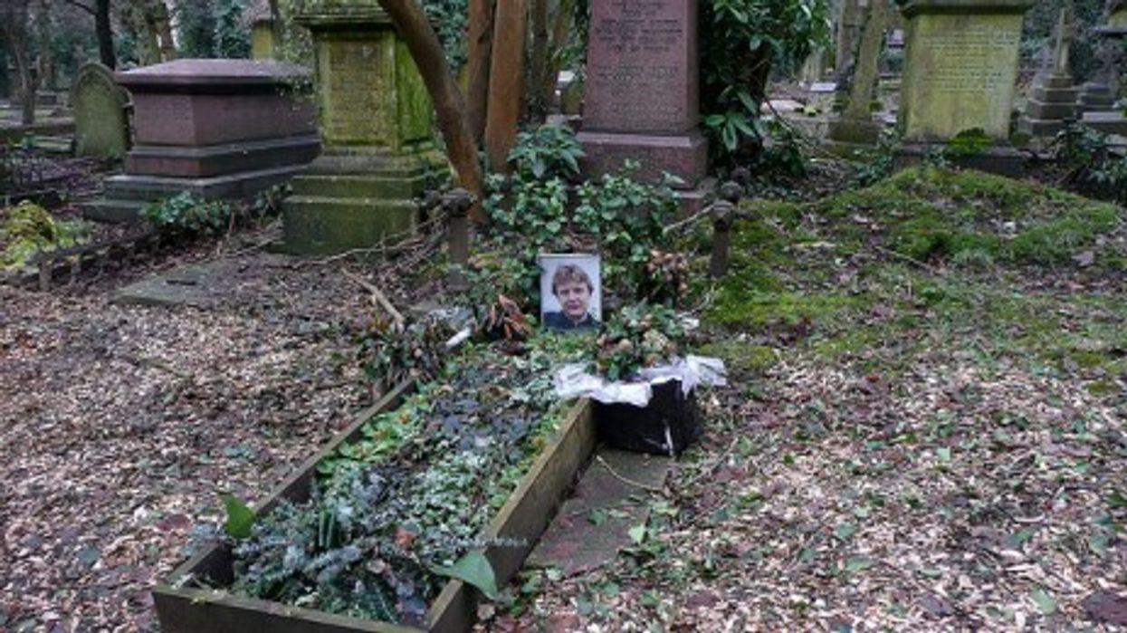 Litvinenko's grave in Highgate cemetery in London (Gianni)