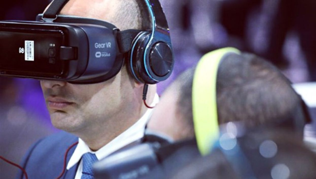 Man uses technology presented at CyberTech conference in Silicon Wadi