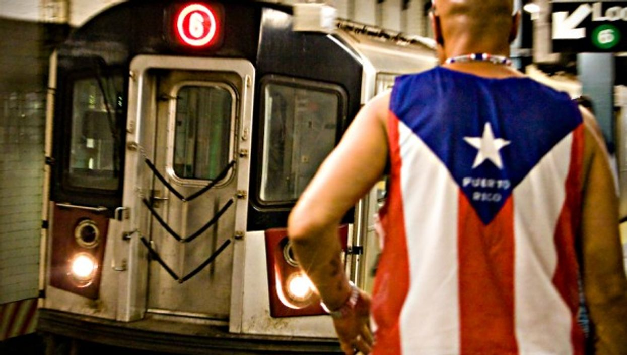 Man wearing a Puerto Rico T-shirt in NYC