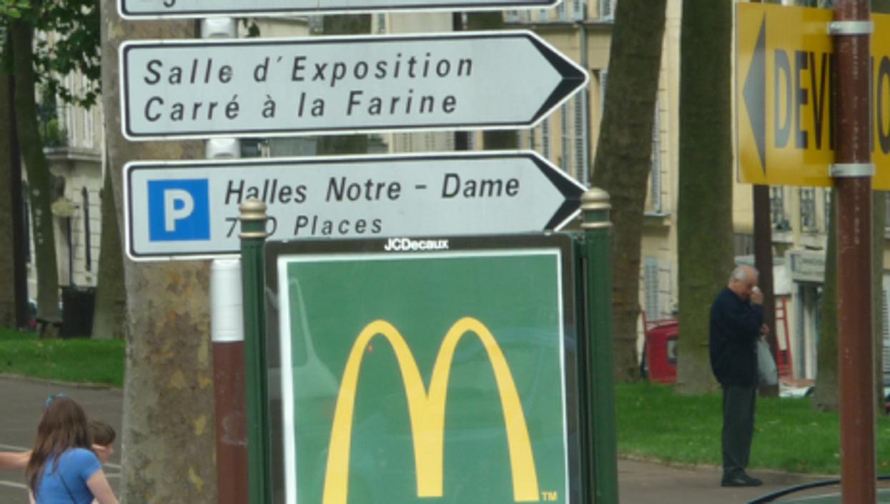 Mc Donald's sign in Paris (basykes)