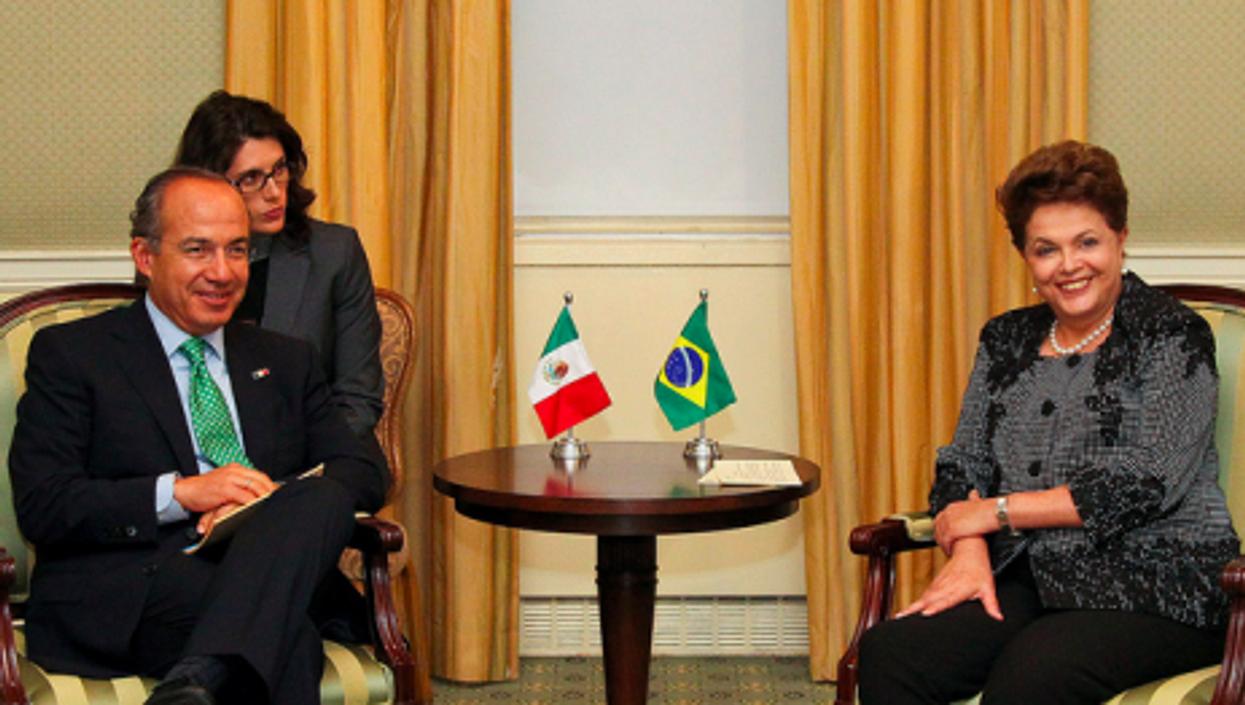 Mexican President Felipe Calderón meets his Brazilian counterpart Dilma Rousseff (Roberto Stuckert)