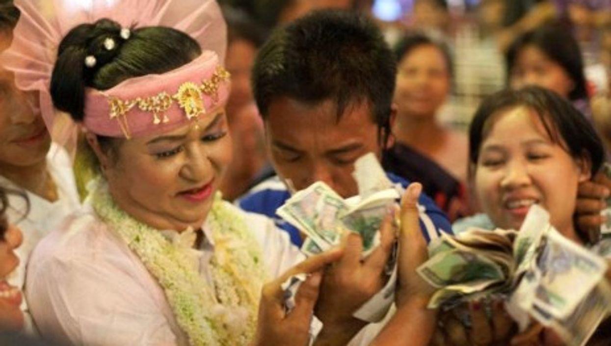 Money-giving celebrations at a Nat Festival in Myanmar (Antonio López Torregrosa)