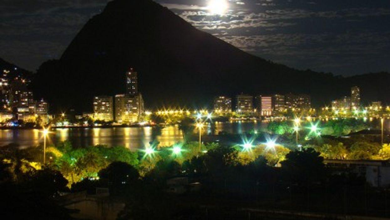 Moon over Rio de Janeiro (Rodrigo_Soldon)