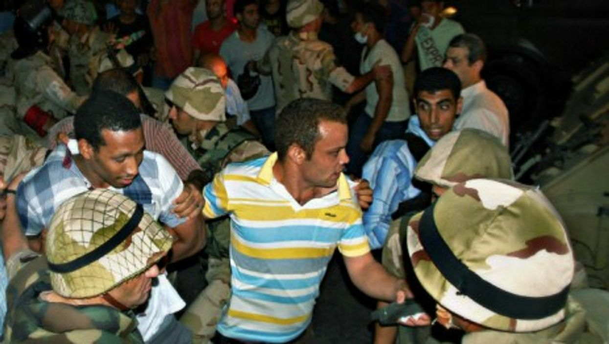 Morsi supporters clash with security forces in Cairo