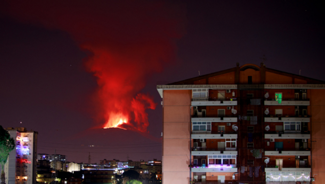 Mount Etna has resumed eruptive activities: all show and no risk for the Sicilian population