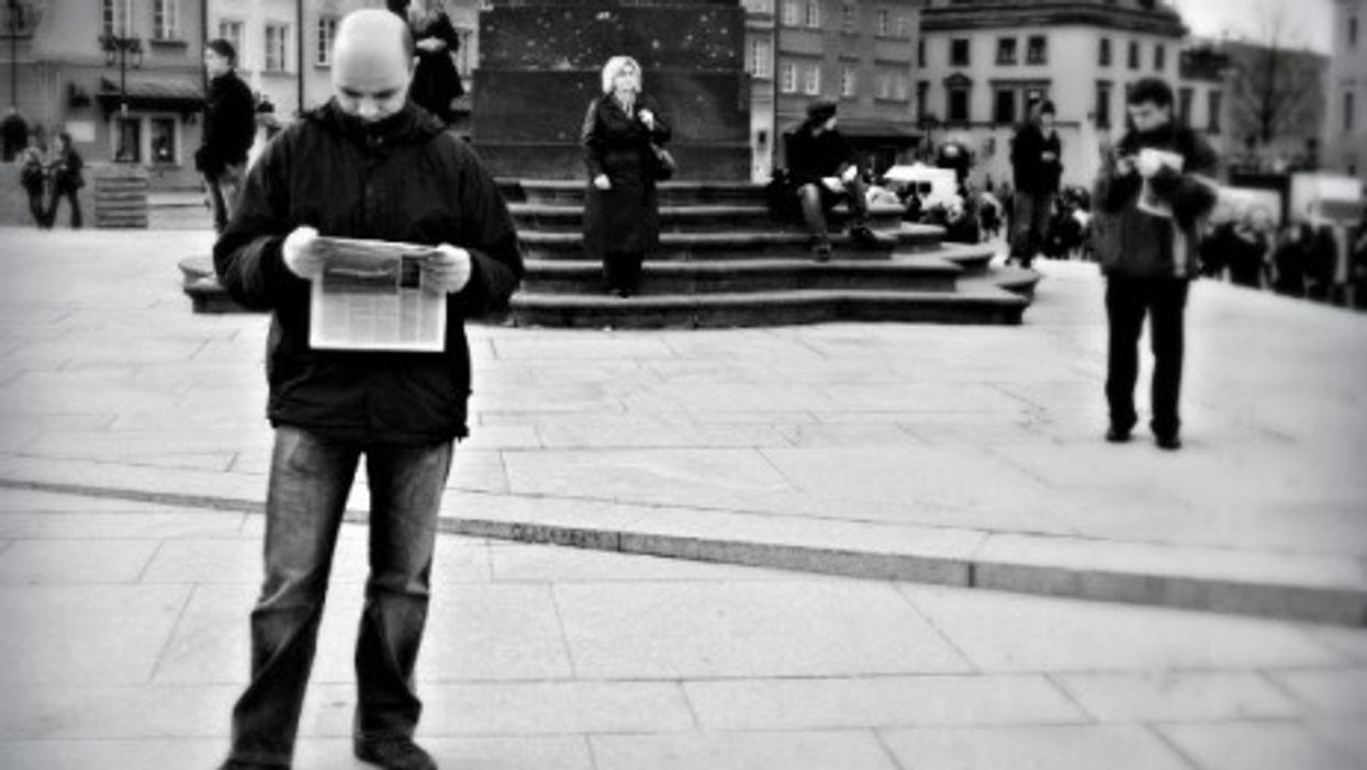 Not reading Charlie Hebdo on Warsaw's Zamkowy Square
