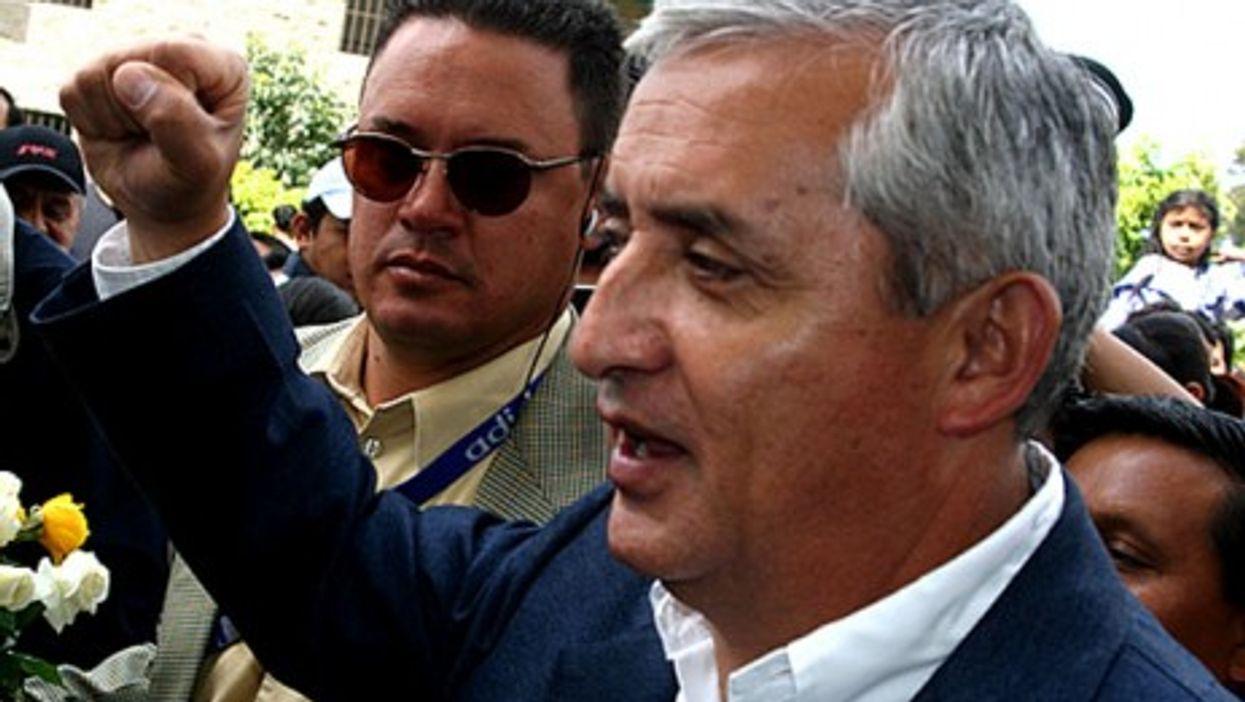 Otto Pérez Molina in 2007, raising his hand in his party's 'iron fist' salute. (Surizar)