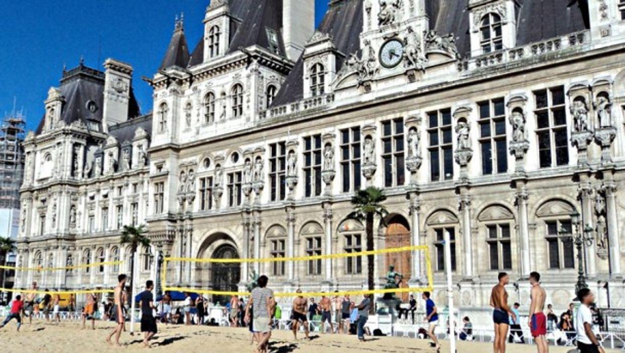 Paris City Hall, beach style
