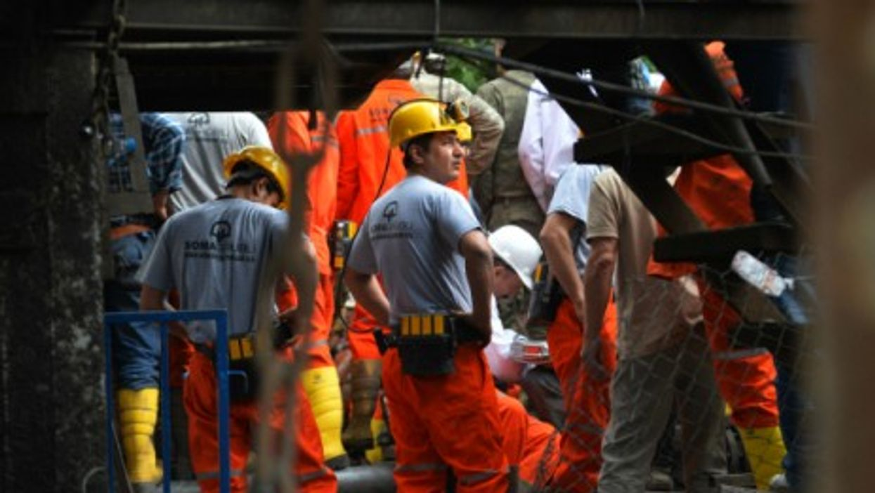 People rescue the trapped miners in Soma