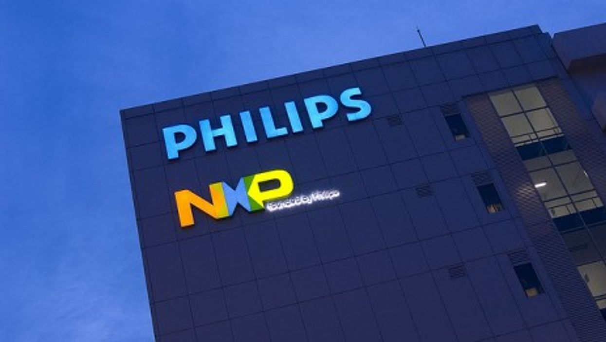 Philips light sign in Singapore (chuwasg)