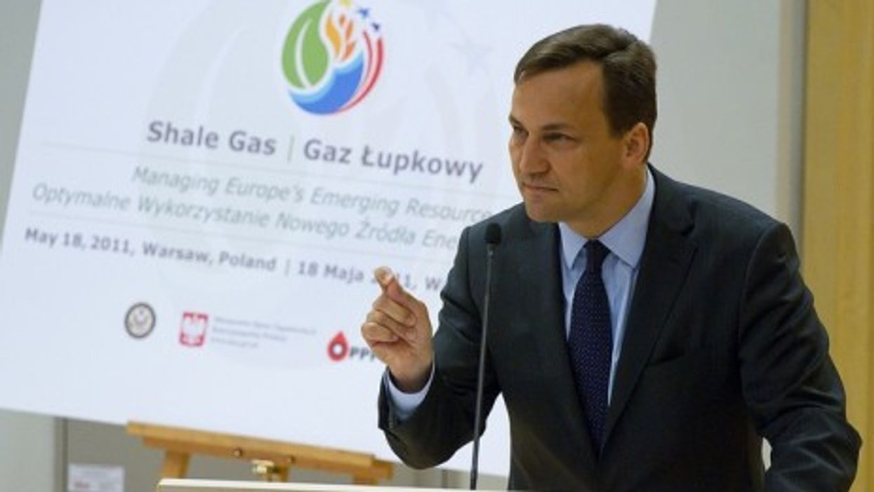 Poland's foreign minister, Radoslaw Skiroski, discusses shale gas during a May 18 forum in Warsaw