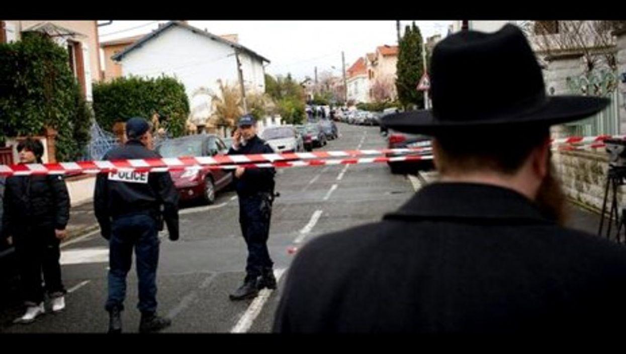 Police cordon off the area surrounding the Ozar Hatorah school (6MON2PANAME)