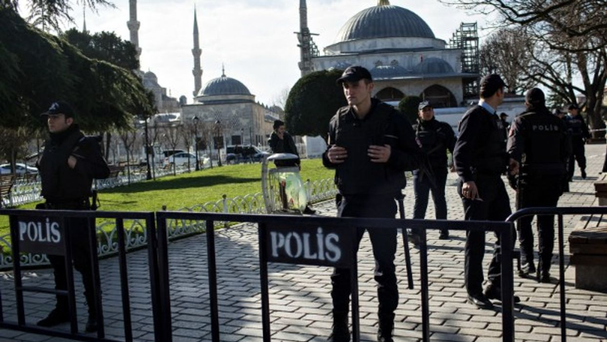 Police forces in Istanbul's Sultanahmet district