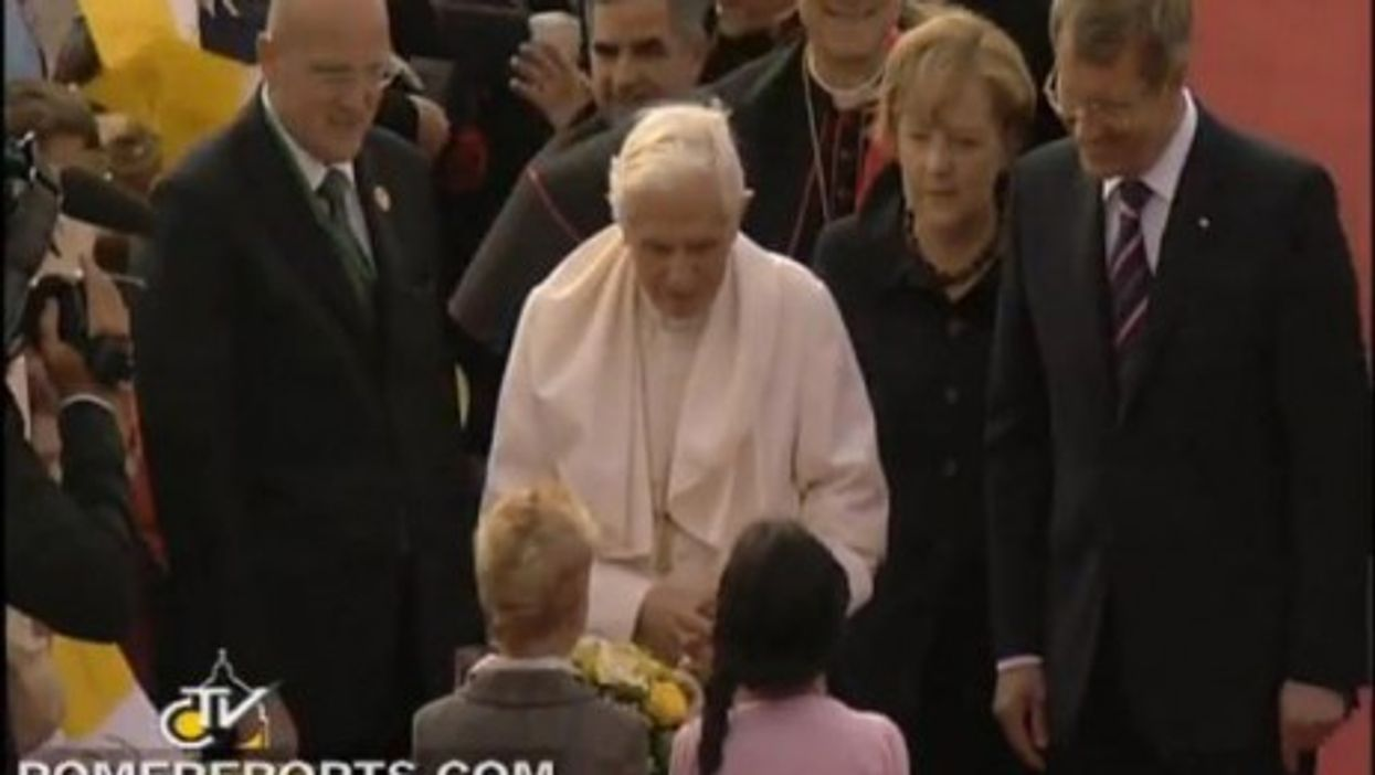 Pope Benedict XVI was greeted by Merkel and Wulff in Berlin on Thursday.