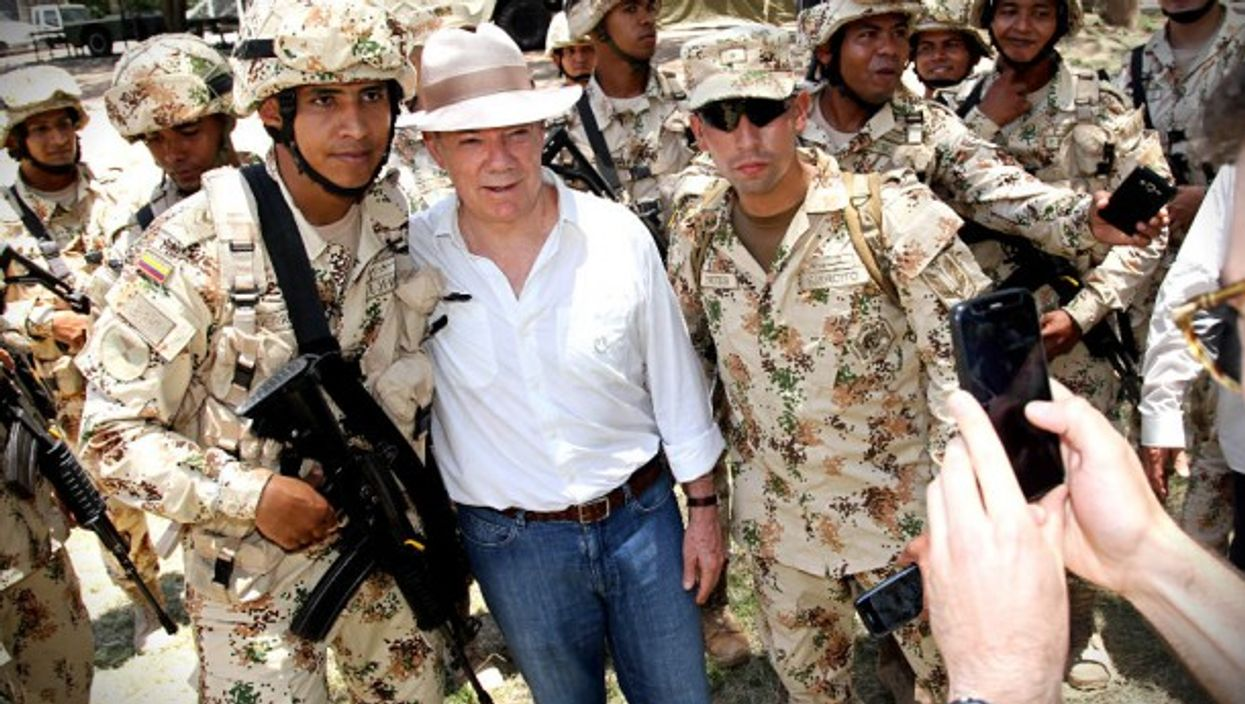President Santos posing with soldiers in August 2017