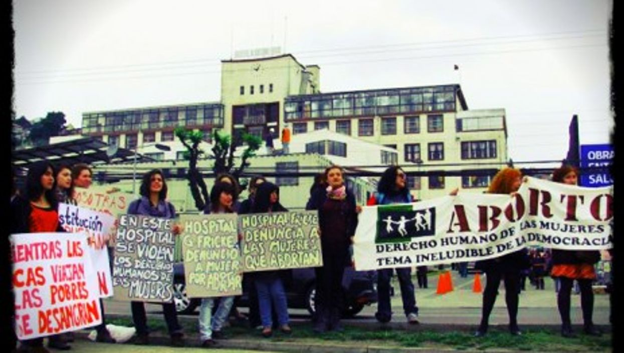Pro-choice protest in front of a hospital in Chile