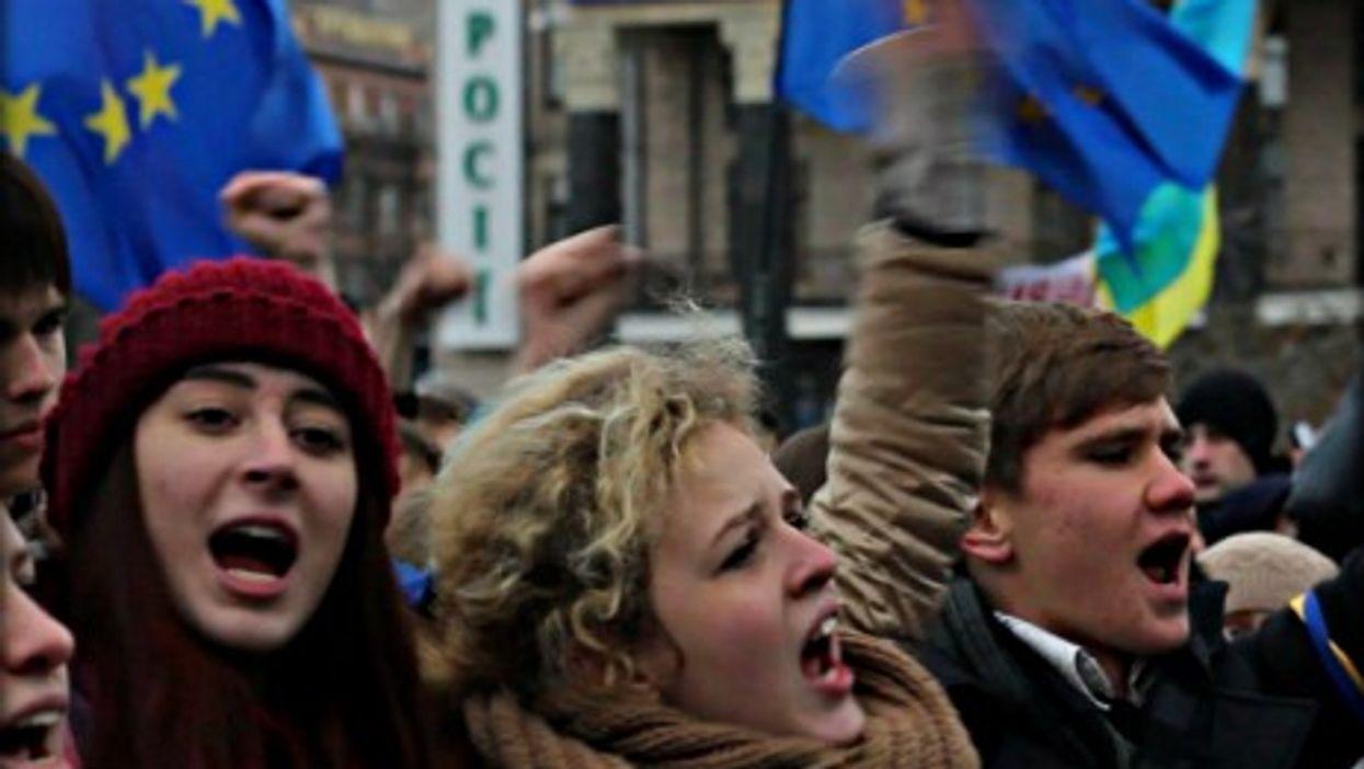 Pro-EU protests continue in Kiev