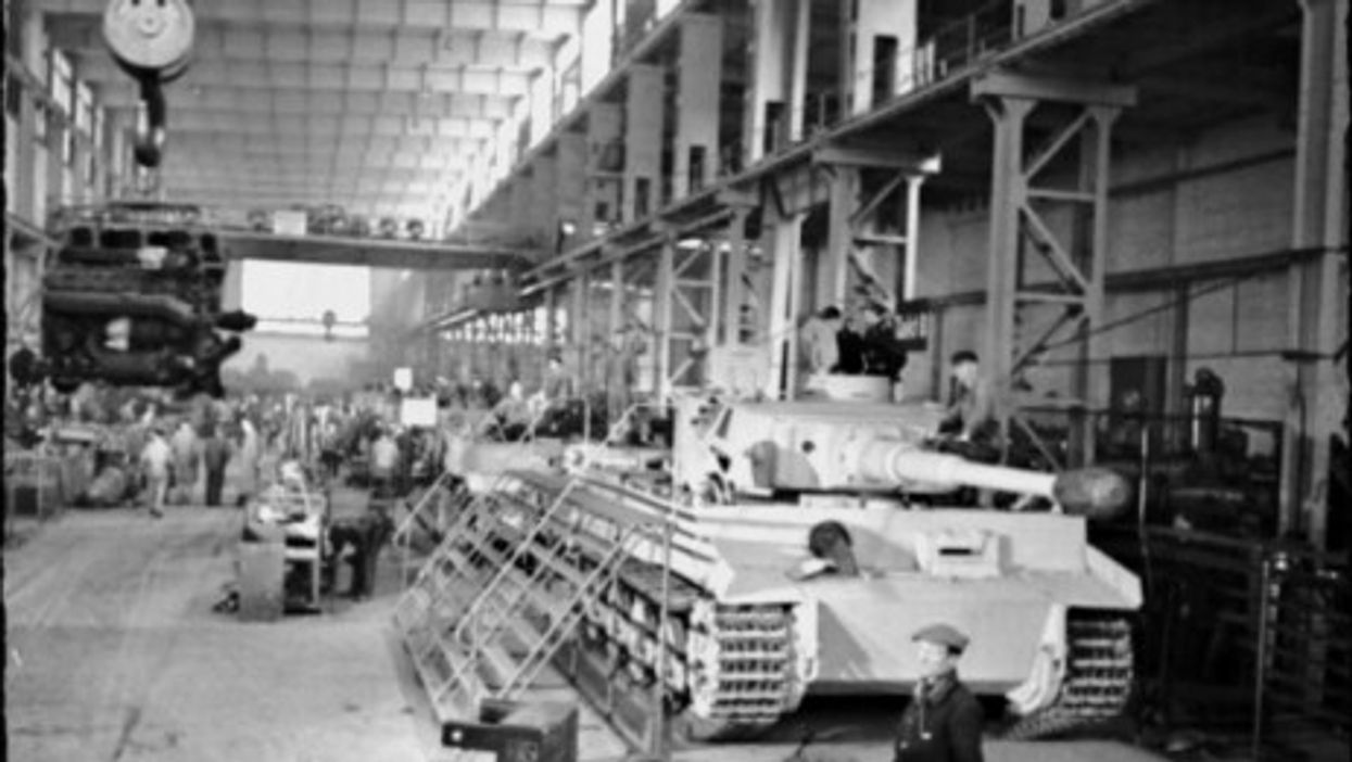 Production of Tiger tanks in a Krupp factory in 1943.