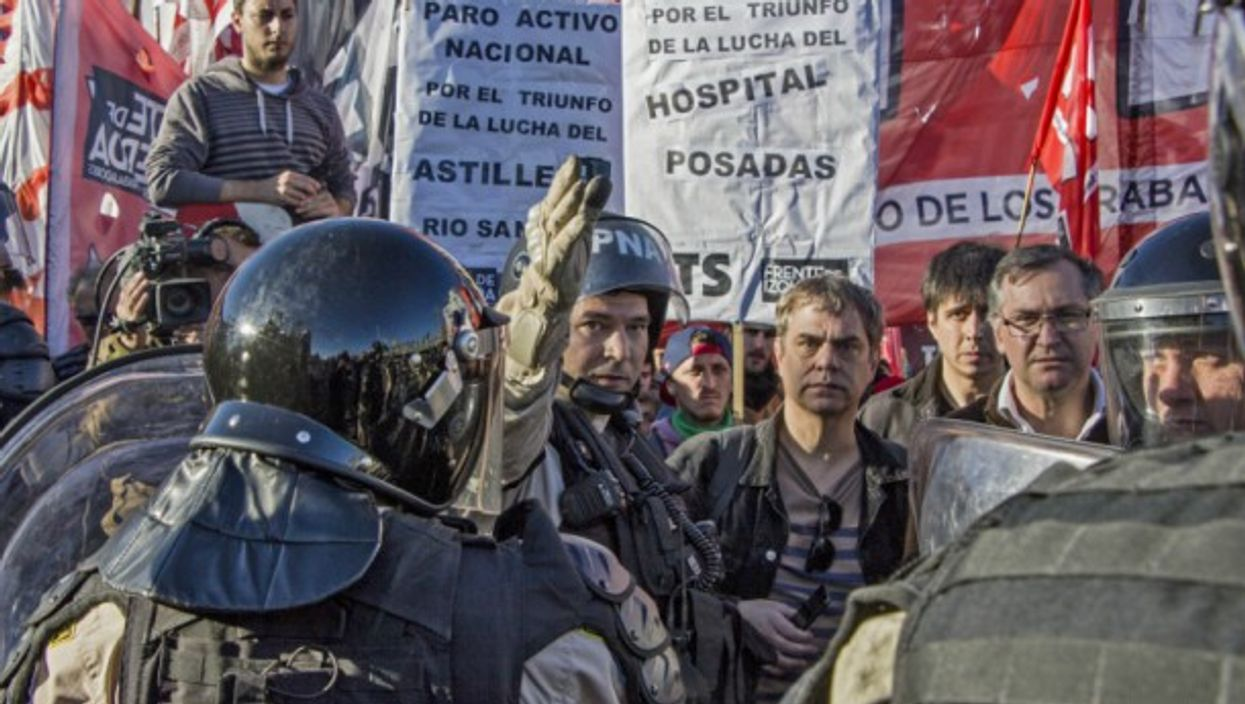 Protesters in the midst of a strike against Mauricio Macri's government in Buenos Aires