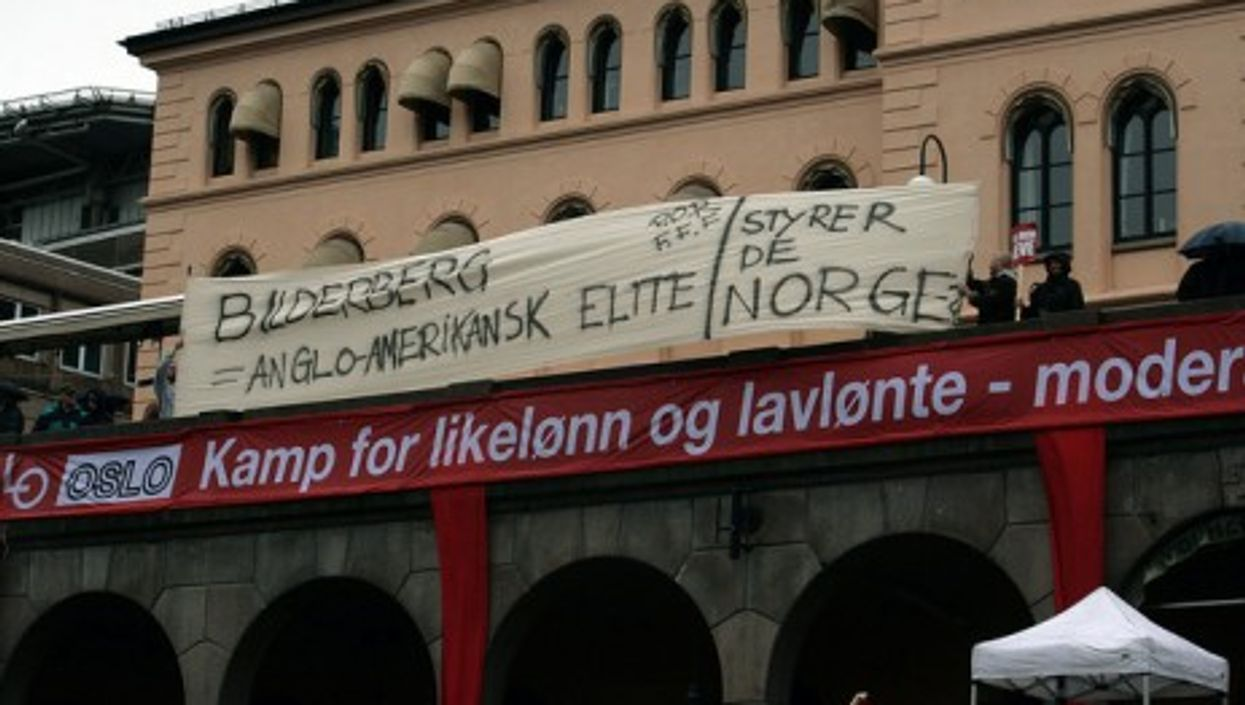 Protesters turned out for last year's Bilderberg meeting (Rodt nytt)
