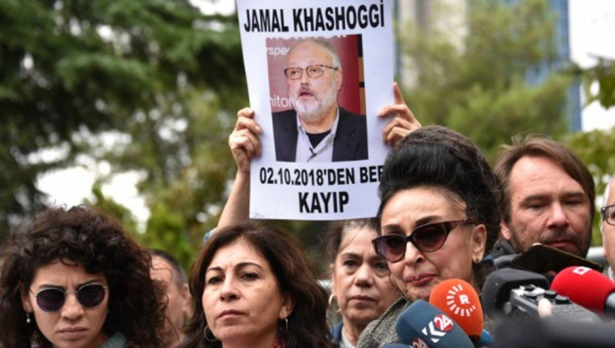 Protestors at the entrance of Saudi Arabia consulate in Istanbul