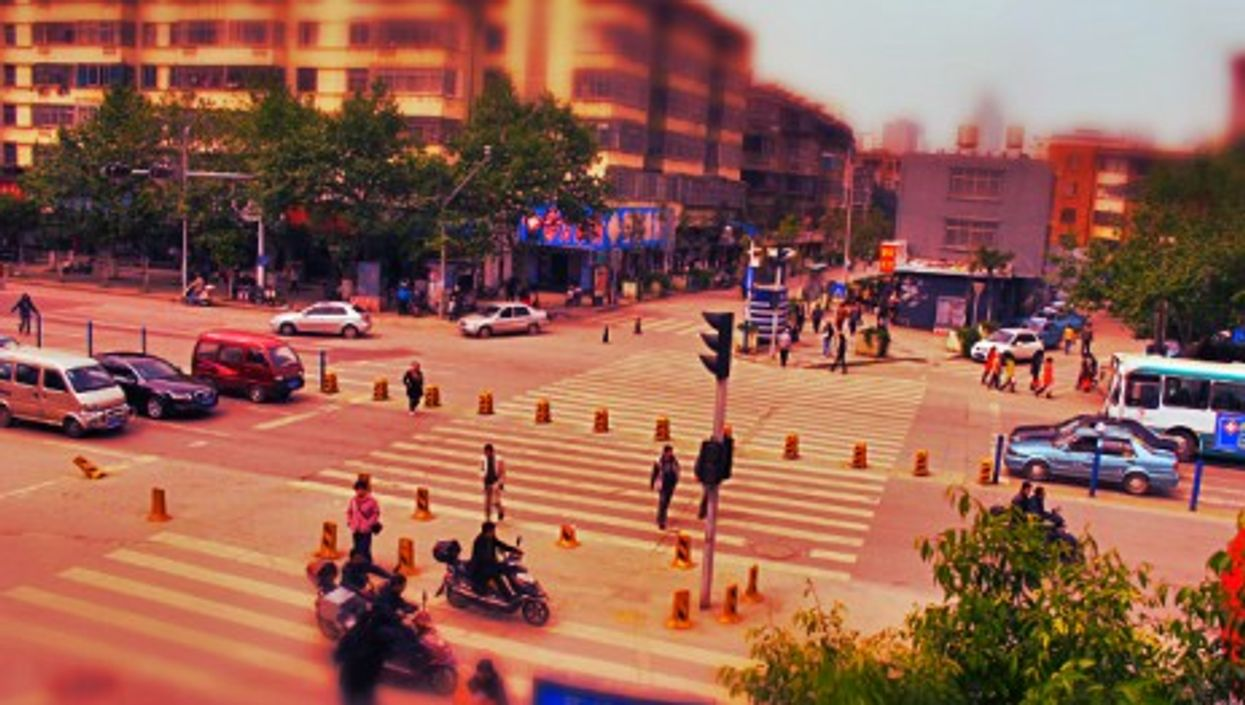 """Punishing the """"Chinese-style Of Crossing The Road"""""""