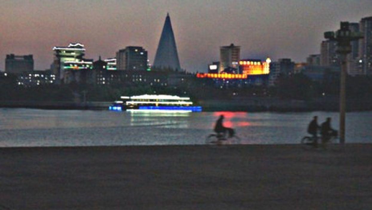 Pyongyang Taedong River at sunset