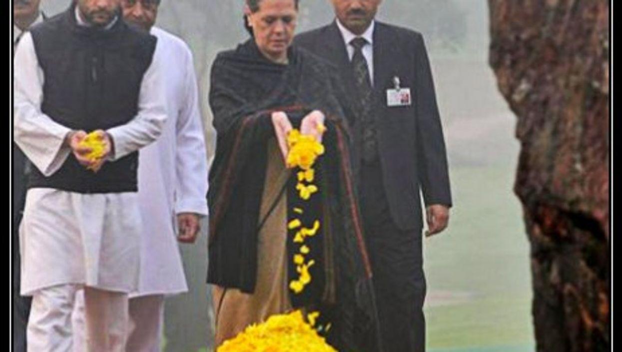 Rahul and Sonia Gandhi pay tribute to Indira Gandhi