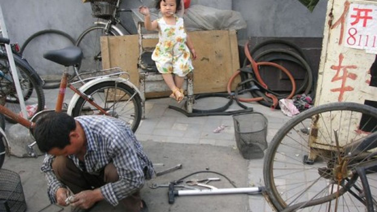 Repairing a Chinese bicycle in Beijing (Kim S)