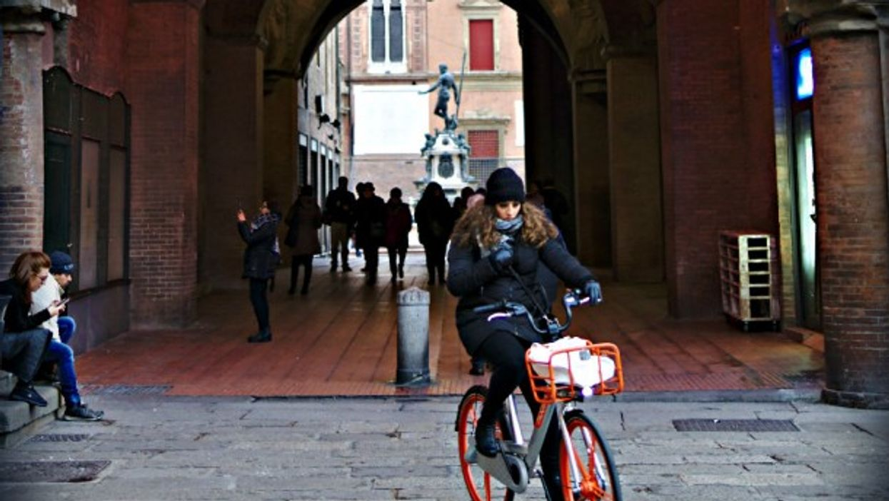 Riding (not stealing) a bicycle in Bologna