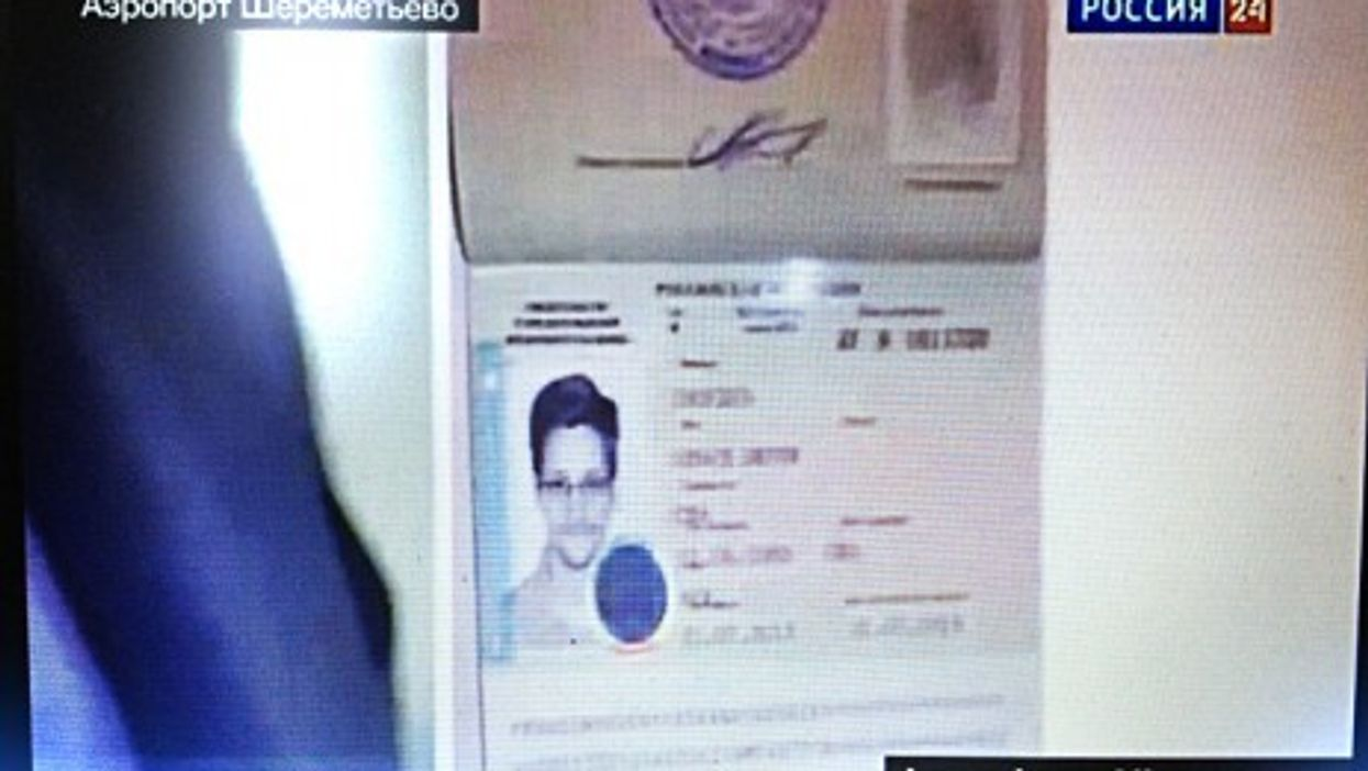 Russian national TV reporting on Snowden's asylum request.
