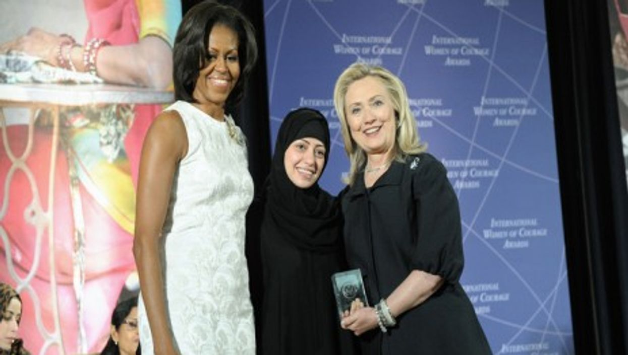 Samar Badawi between Michelle Obama and Hillary Clinton at the 2012 International Women of Courage Awards (State Dept)