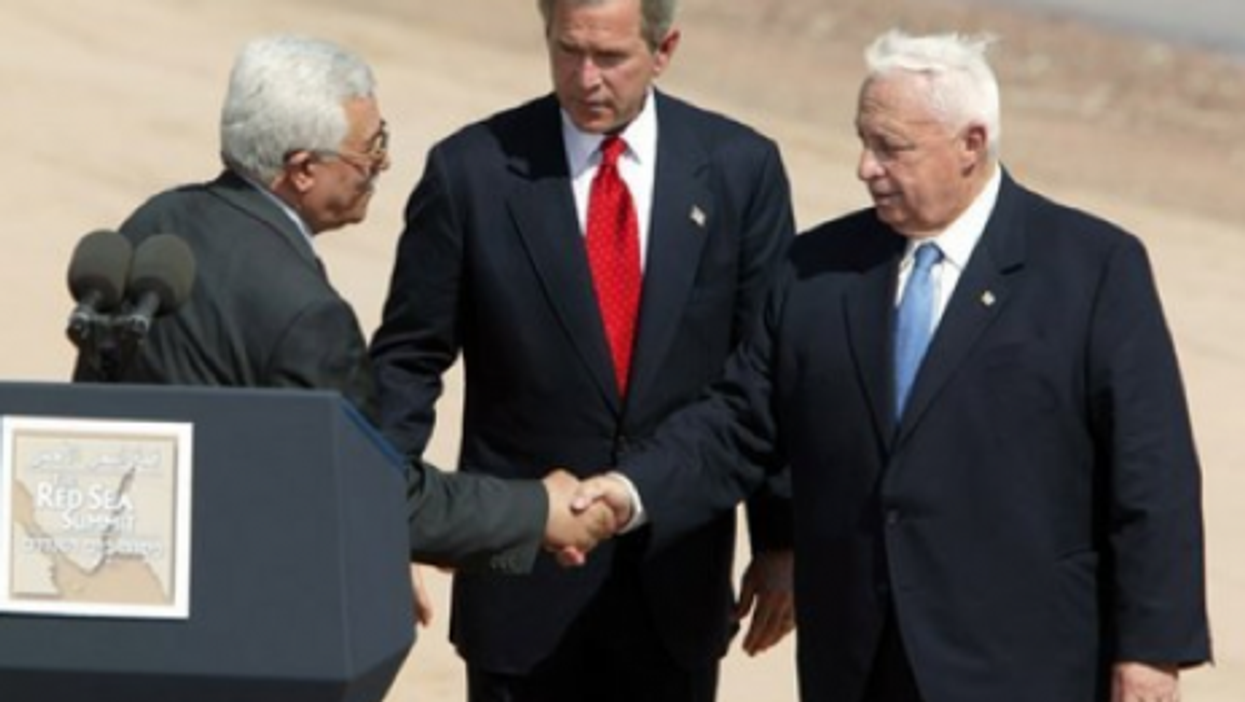 Sharon (rt.) in 2003 with U.S. President Bush and Palestinian leader Abbas