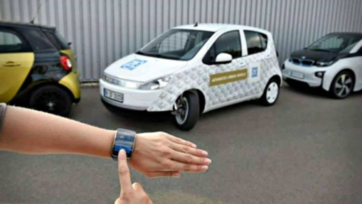 Smartwatch-assisted parking, a taste of IT/auto industry collaboration