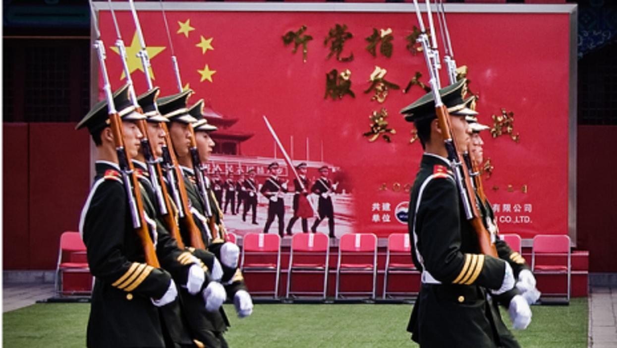 Soldiers in Beijing (showbizsuperstar)