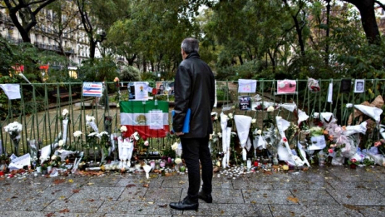 Stopping to mourn, near the Bataclan
